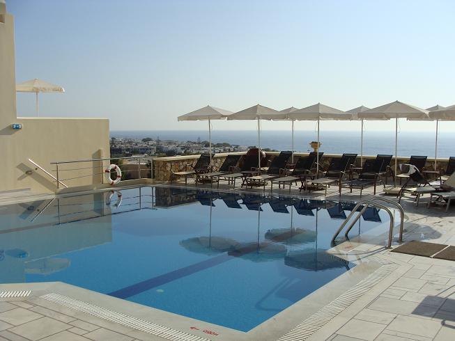 Le lendemain nous dem nageons pour notre chambre avec for Hotel santorin piscine privee